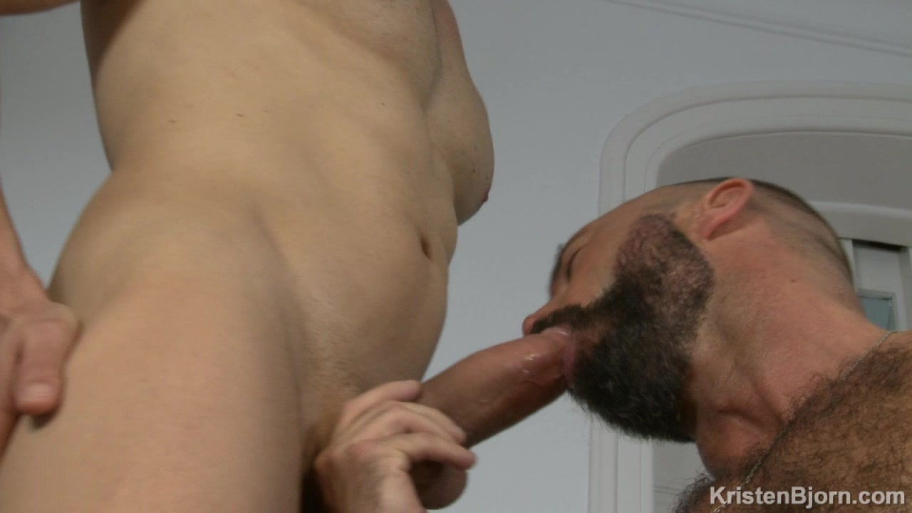 Mario big muscle butt mymusclevideo foto 2